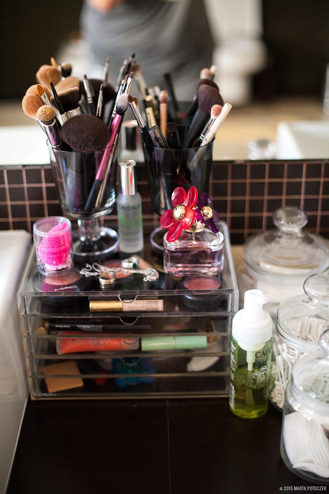 Przechowywanie kosmetyków kolorowych