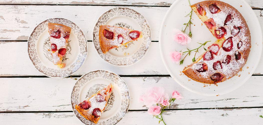 feat-ciasto-jogurtowe-z-truskawkami