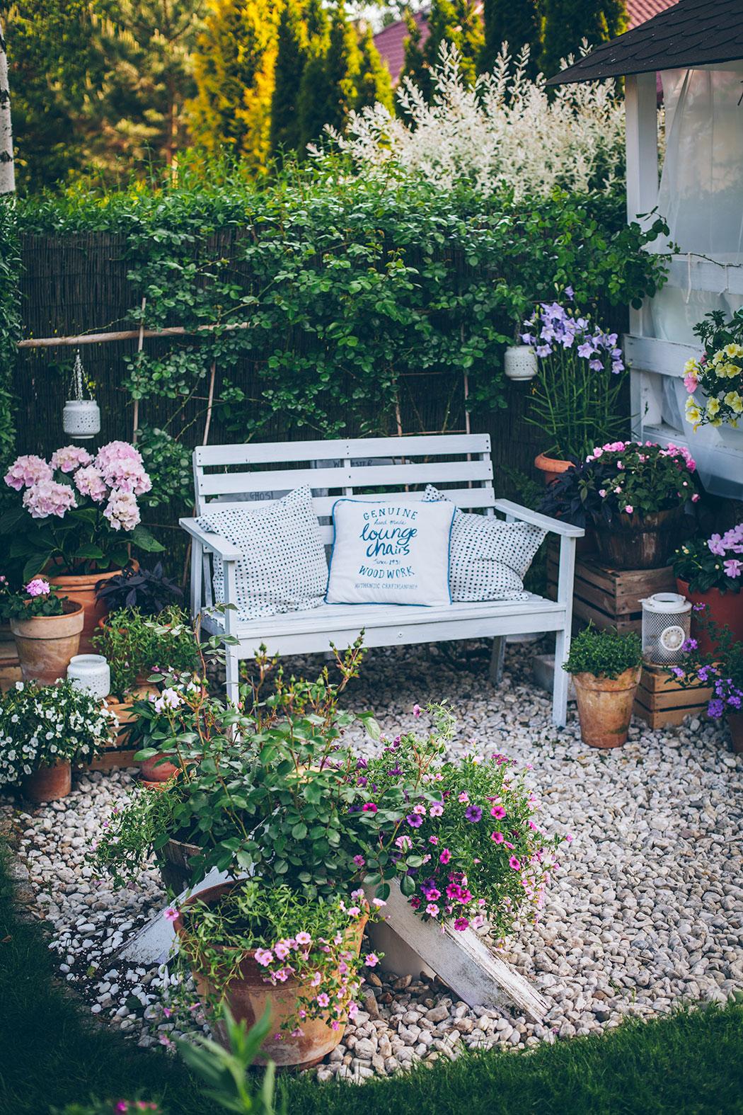 ławka-w-ogrodzie